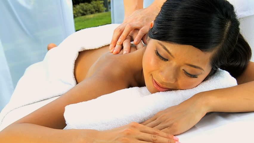 Cách massage body cho nam giới giúp thư giãn